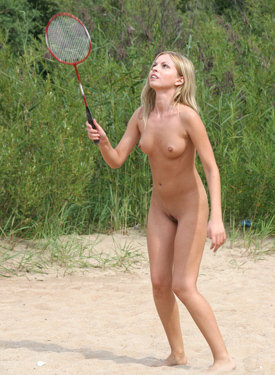 Exciting nude hottie in the forest