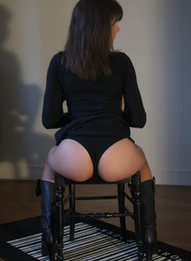 Sexy apple ass teen dressed in black