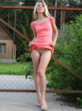 Exciting puffy nipples girl nude outside and booty call